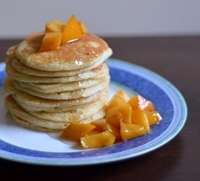 owsiane pancakes z karmelizowanym kaki