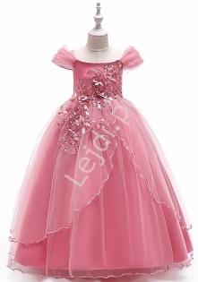 Różowa obfita sukienka dla ...