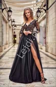 Długa suknia wieczorowa w c...