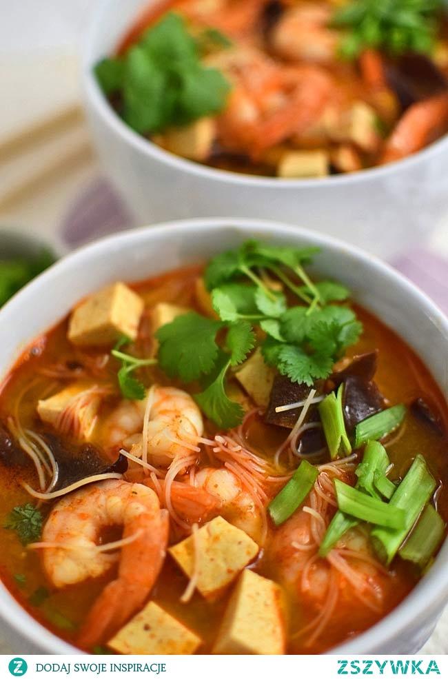 Orientalna zupa z krewetkami i makaronem ryżowym