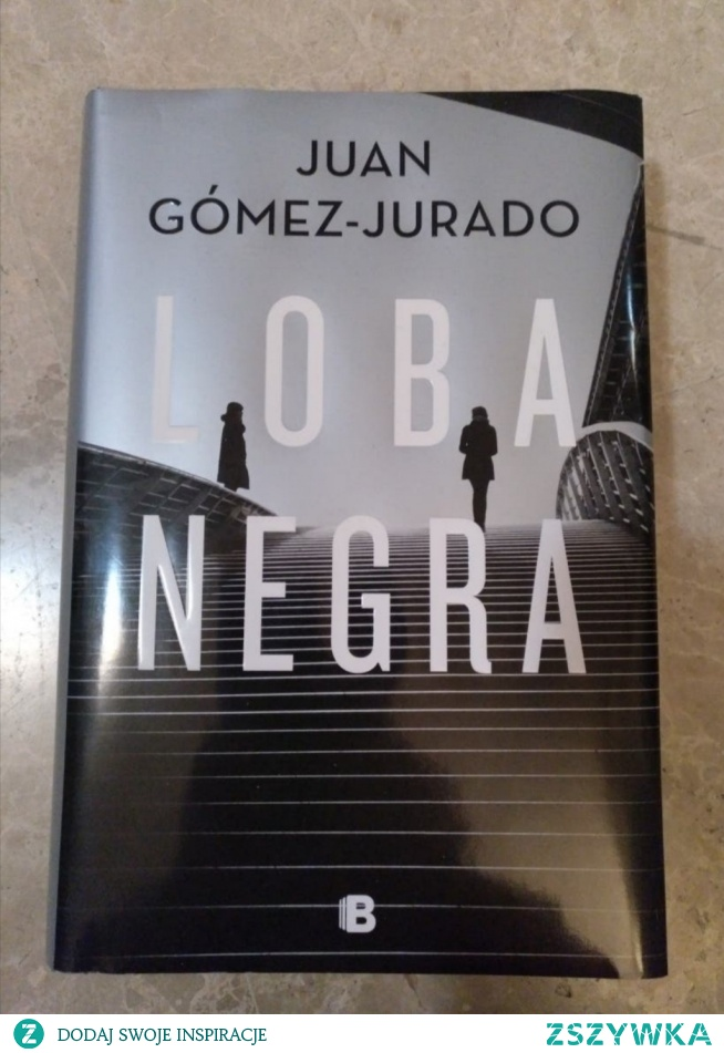"""3/20""""Czarna wilczyca""""Juan Gómez-Jurado.Poproszono mnie o recenzje tej książki ale wiecie co jako czytelnik nauczyłam się nienawidzić Juana Gómez-Jurado.Być może nienawiść nie jest najdokładniejszym słowem.Jest to raczej syndrom sztokholmski utrzymujący się z biegiem czasu,pod warunkiem,że zajmie ci to ukończenie jednej z jego powieści.Zapiera dech w piersiach,pragnienie spotkań towarzyskich,jedzenia,a nawet spania.Czujesz potrzebę przejścia przez labirynt luster i zmianę ścian,które zaprojektował specjalnie po to,by cię skrzywdzić.A kiedy dotrzesz do końca,gdy zobaczysz światło,które rysuje kontur drzwi,gdy grubość stron jest minimalna pod kciukiem prawej ręki w takim przypadku nie chcesz wychodzić.Dosłownie nie chcesz wychodzic ale w końcu wychodzisz...I podobnie jak w jego poprzedniej powieści """"Red Queen"""" w tej powieści,kiedy osiągniesz pewien punkt,wyrwiesz z liścia..To nie jest mały kuksik..to walniecie z otwartej dłoni, które sprawia,że kładziesz książkę na kolanach i lampisz się w zawieszeniu...Policzek,który odsyła cię z powrotem na początek książki,aby ponownie ocenić wszystko,co przeczytałeś, drugie obowiązkowe czytanie,które zmienia znaczenie książki.I pytam sie po raz kolejny jak, do diabła róbi to raz po raz.Jak to możliwe,że bez względu na to,jak uważnie się przyglądasz,ponownie wykonuje niemożliwą magiczną sztuczkę we własnej karcie panoli.I myślisz co za sukinsyn.I myślisz: jak teraz o tym napisać?Nie można skrytykować tej książki Nie jest to możliwe ponieważ liścia którego wyrwales jako czytelnik,daje ci także krytykę.Jedynym sposobem uczciwej oceny tej książki jest napisanie dla czytelnika,aby ją przeczytał. Ale to nie jest celem krytyki ani recenzji ale zachęcanie do czytania.Tak więc tę moja krytyke będe musiała powstrzymać,zawiesić literacki osąd tego,co Gómez-Jurado osiągnął dzięki tej książce.To ogromne osiągnięcie,a przynajmniej o ile mi wiadomo,absolutnie wyjątkowe w historii czarnej powieści i ogólnie thrillera.Jak dla mnie Ten sukinsyn prze"""