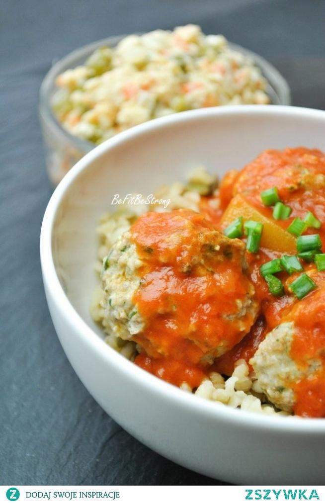 Pulpeciki ziołowe w sosie pomidorowym z cukinią FIT. Przepis po kliknięciu w zdjęcie.