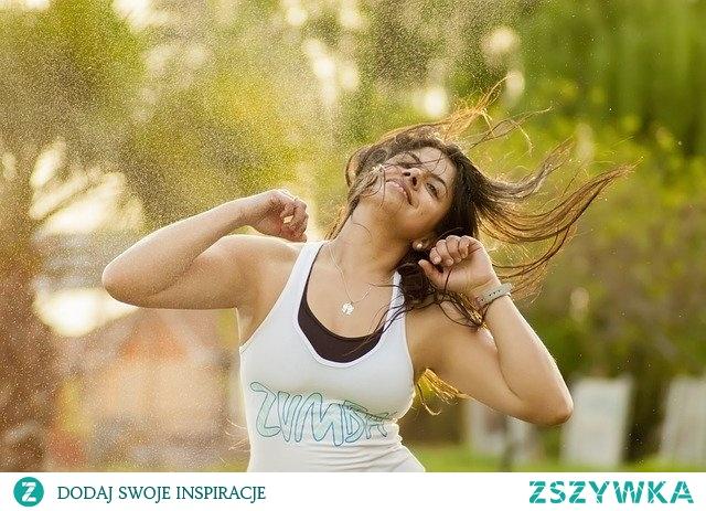 Dlaczego warto ćwiczyć zumbę? Zumba, czyli taniec, fitness i dobra zabawa _ kliknij w zdjęcie po więcej informacji