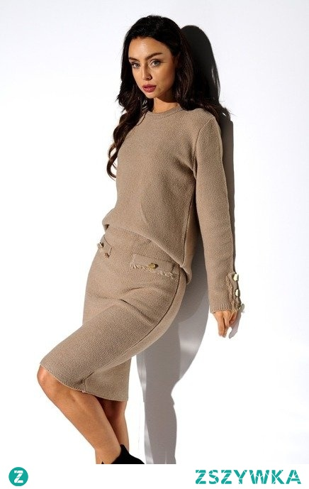 Ciepły sweterkowy komplet ze spódnicą