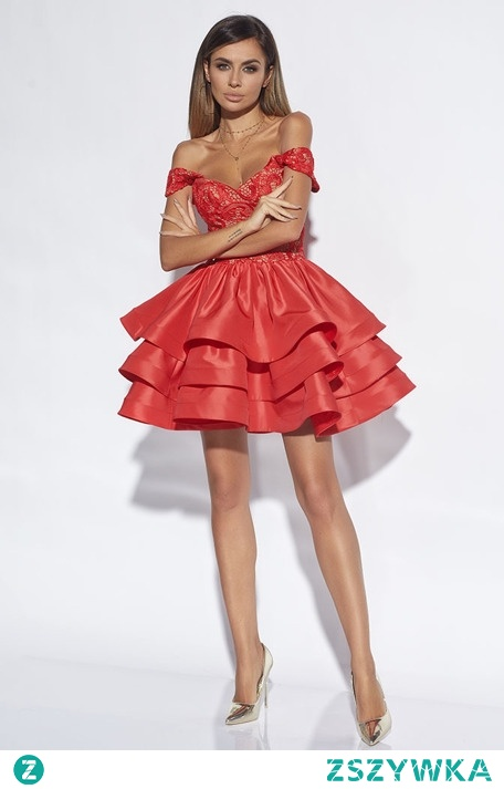 Lou erine to niezwykle kobieca kreacja, która zachęca nie tylko pięknym kolorem, ale i krojem. Sukienka składa się z gorsetu z koronką, a także rozkloszowanego dołu. Jedno jest pewne - musisz ją mieć!