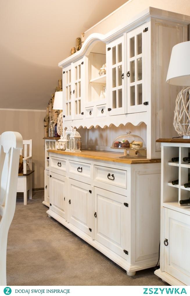 drewniany kredens w białym kolorze meble-woskowane.com.pl