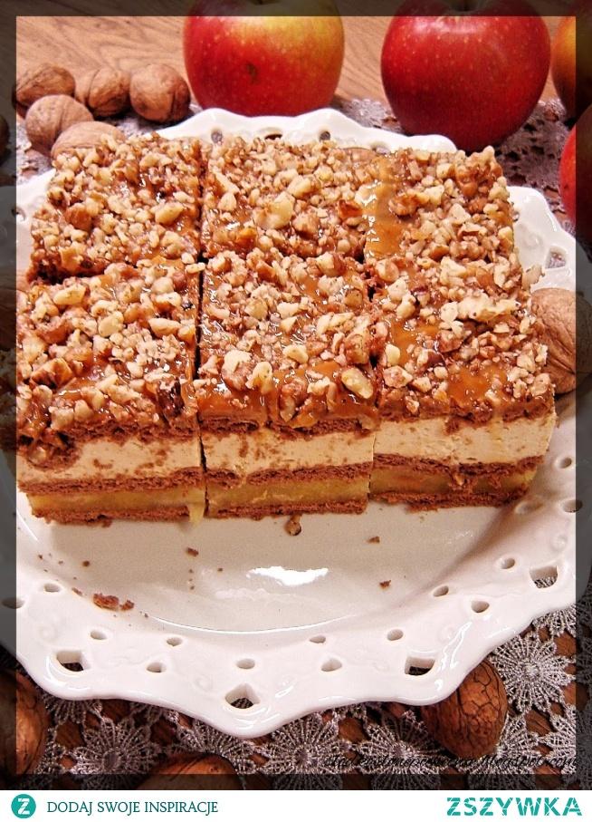 Ciasto jabłkowe z budyniem kajmakowym z orzechami (bez pieczenia)