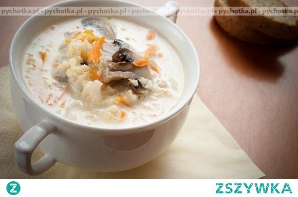 Pieczarkowa zupa z parmezanem