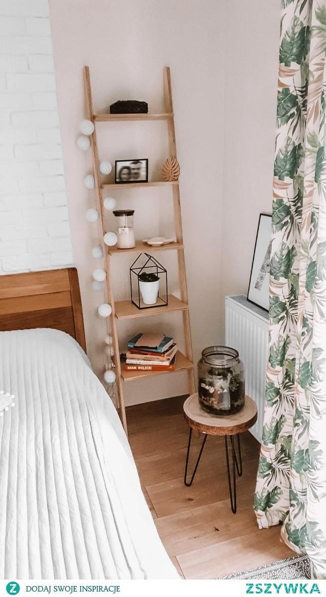 Drabinka Naturalna Danusia jako półka półka do sypialni u naszej Klientki, Pani Agnieszki :)  Ręcznie robione drabinki znajdziesz na Nasze Domowe Pielesze