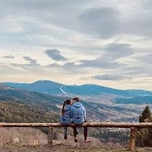Aneta i Kamil na szczycie Lubomir w naszych szwendaczowych bluzach :) dzieki @bro_anette_ @milkdealer  #lubomir #beskidymountains #beskidy #polskiegóry #polishmountains #travelc...