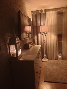 światło w pomieszczeniu salon