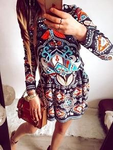 Sukienka w ornamenty :)