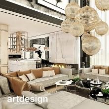 Luksusowy salon w domu z an...