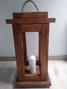 Ręcznie robiona drewniana latarnia