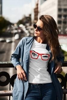 Koszulka z czerwonymi okularami. Kliknij w zdjęcie aby przenieść się do sklepu :)