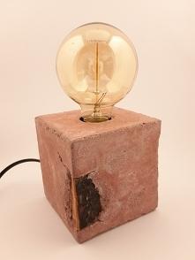 lampa cementowa Cegła