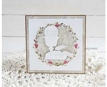 Eleganckie zaproszenie na Pierwszą Komunię Świętą na bazie kraft, ozdobione delikatną grafiką wieńca z motywem kwiatowym, na nim okrąg z białym kielichem. Wewnątrz personalizowa...