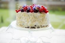 Tort z białą czekoladą i ow...