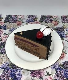 Intensywnie czekoladowy tort musowy