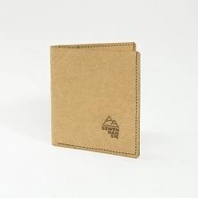 Praktyczny i modny portfel z papieru   Elegancki i prosty portfel z dwoma minimalistycznymi grawerami wykonanymi laserowo. Największą zaletą naszego papierowego portfela jest je...