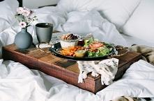 Taka miła niespodzianka zaraz po przebudzeniu - śniadanie do łóżka.