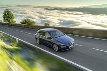 Z czym kojarzy Ci się taki model jak Mercedes B klasa? Kompaktowe, 5-drzwiowe nadwozie? Zgadza się. Przestronne wnętrze? Tak. Dobra widoczność z miejsca kierowcy? Jak najbardzie...