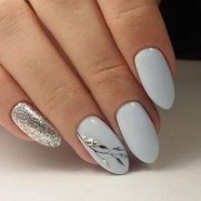 jasne wzory na paznokcie