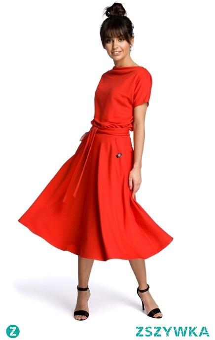 Rozkloszowana sukienka MIDI z paskiem w talii