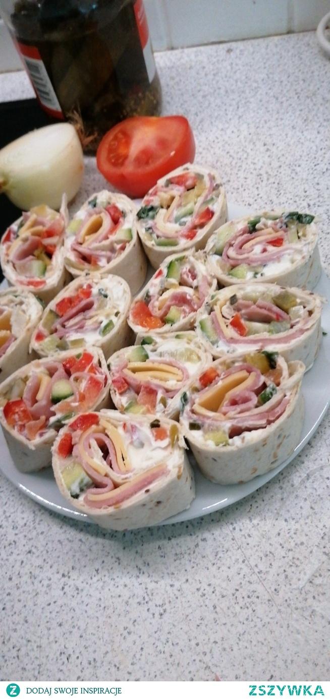 Tortilla inaczej... Rollsy mniam. :) przekąska filmowa na wieczór bez diety :))