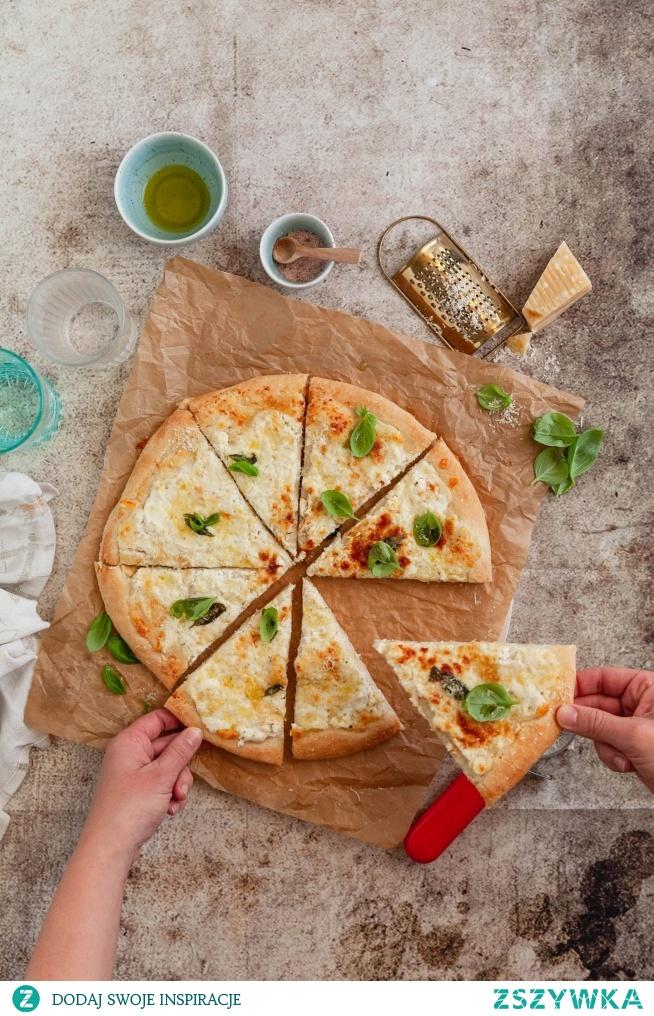 Pizza bianca czyli biała pizza