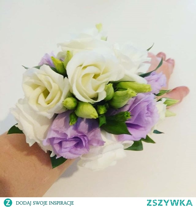 Wedding's time  #wedding #weddingplants #eustomaflowers #eustomagrandiflorum #eustoma #eustomas #diygarden #diy #diyflowers #flowersphotography #flowers_mania_ #flowers_super_pics #flowerstalking #flowerstagram #weddingflowers #bracelets #weddingdecoration  #jellewerydesign #flowerdesign #hortiadvisor #floristic #florystykaślubna #slubneinspiracje #weddingsinspiration #inspiration #naturelover #flowerslowers #naturedecorations #bransoletki #korsarz