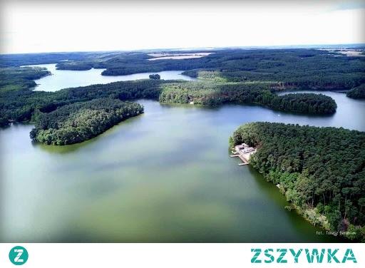Lubiąż- Jezioro Lubniewickie (woj. lubuskie) – Jest jednym z trzech jezior grupy lubniewickiej. Akwen na dobrze rozwiniętą linię brzegową, dwie wyspy, liczne zatoki i półwyspy, brzegi są wysokie i porośnięte lasami.