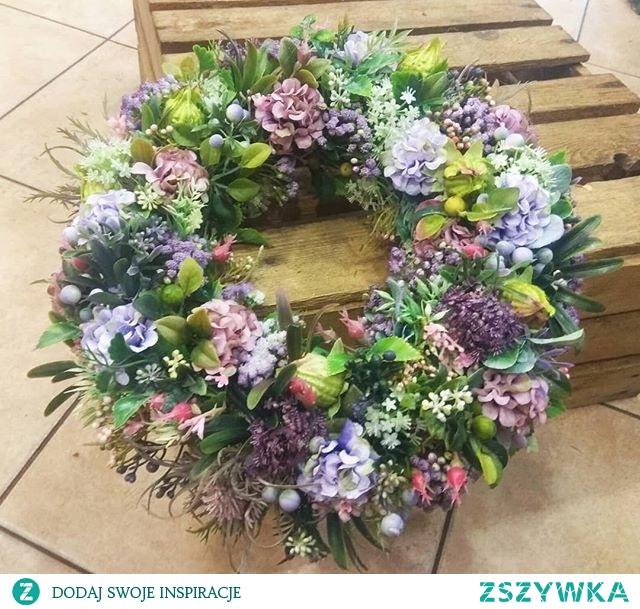 #wreathdecoration #wreathsale #wreaths #wreathdesign #wreathsforsale #wreathsofinstagram #instadecor #plantinfluencer #floriststips #diyflowers #diy #diydecoration #plantslover #naturepic #flowerdecoration #flowerpic #flowerdesign #hortiadvisor #gardener #gardeningtips #wianekdekoracyjny #wianek #wianekświąteczny #myinspiration #ideas #flowerideas #plantsideas