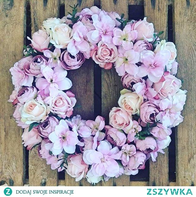 #wraeath #wreathdecoration #wreathsale #wreathdesign #wreathsofinstagram #instagardenlovers #flowerlovers #pinklovers #gardeninsporation #homeflowers #gardening_feature #hortiadvisor #homedecorideas #ideas #flowertips #mygarden #pinkflowers #flowersinfluencer #flowerstyles #gardener #gardeningtips #sweethome