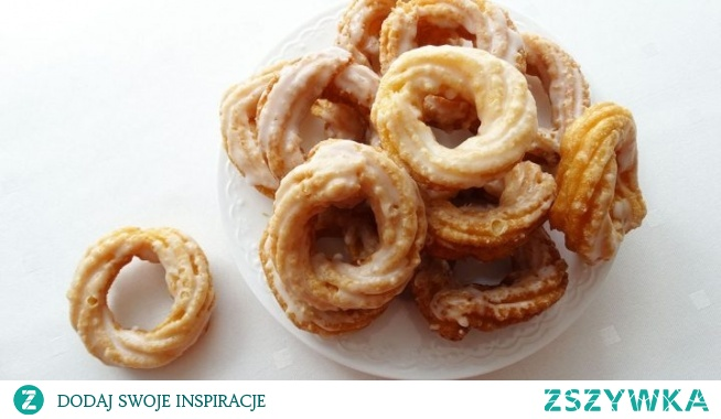 Pączki hiszpańskie (wiedeńskie). Pączki hiszpańskie, nazywane także wiedeńskimi. Robione są z ciasta parzonego, a następnie smażone na głębokim tłuszczu. Delikatne, puszyste smakują nieziemsko. Polecam!