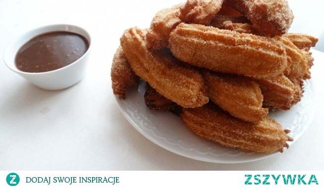 Churros – hiszpański przysmak. Tradycyjny wypiek hiszpański z ciasta parzonego, smażone na głębokim tłuszczu. Podawane z sosem czekoladowym lub z gorącą czekoladą do picia.