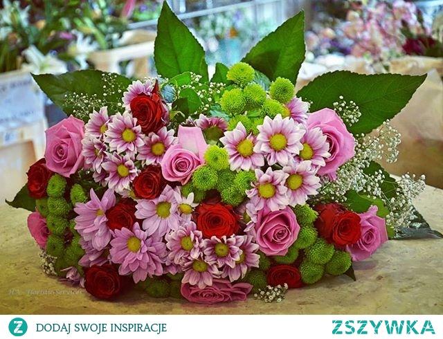 #boquet  #flowersdesign #florists #floradesign #natureflowers #natureboquete #roses #rosa #redroses #mixflowers #floristsofinstagram #gardenlovers #hortiadvisor #gardener #gardening #horticulture #plantslovers #flowersinfluencer