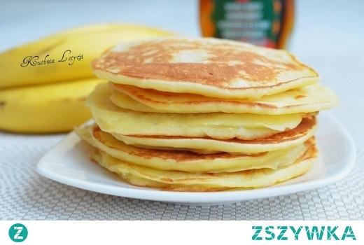 Bananowe pancakes z syropem klonowym