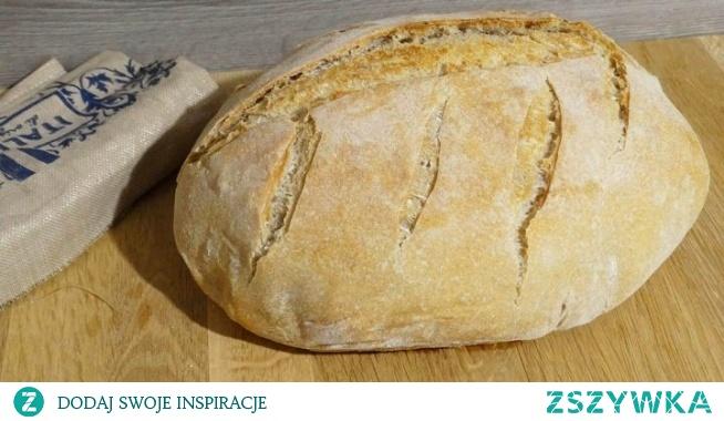 Chleb pszenny na zakwasie z garnka 4.8 / 5 ( 17 votes ) Wspaniały przepis na domowy chleb pieczony w garnku żeliwnym. Chleb wychodzi puszysty i pachnący z delikatnym środkiem i chrupiącą skórką. Wymaga odrobiny zaangażowania, serca i czasu. Ale efekt…… Swojski chleb jest najlepszy!!!