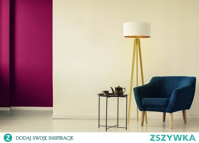 Oświetlenie stojące MIAMI GOLD składa się z abażura wykonanego z holenderskiej tkaniny tekstylnej oraz drewnianego stelaża. Lampę wyróżnia spektakularny design, który bez wątpienia oczaruje każde wnętrze. Jej złote wnętrze doskonale rozproszy światło na całe pomieszczenie, nadając mu niecodziennego stylu. Ze względu na swoją nowoczesną formę MIAMI GOLD świetnie sprawdzi się we wnętrzach urządzonych w stylu glamour.  Lampa dostępna jest w dwóch kolorach abażura: biały ze złotym wnętrzem (złoty połysk) i czarny ze złotym wnętrzem (złoty mat). Oraz w 5 odcieniach stelaża: biały,dąb, heban, mahoń, popielaty.