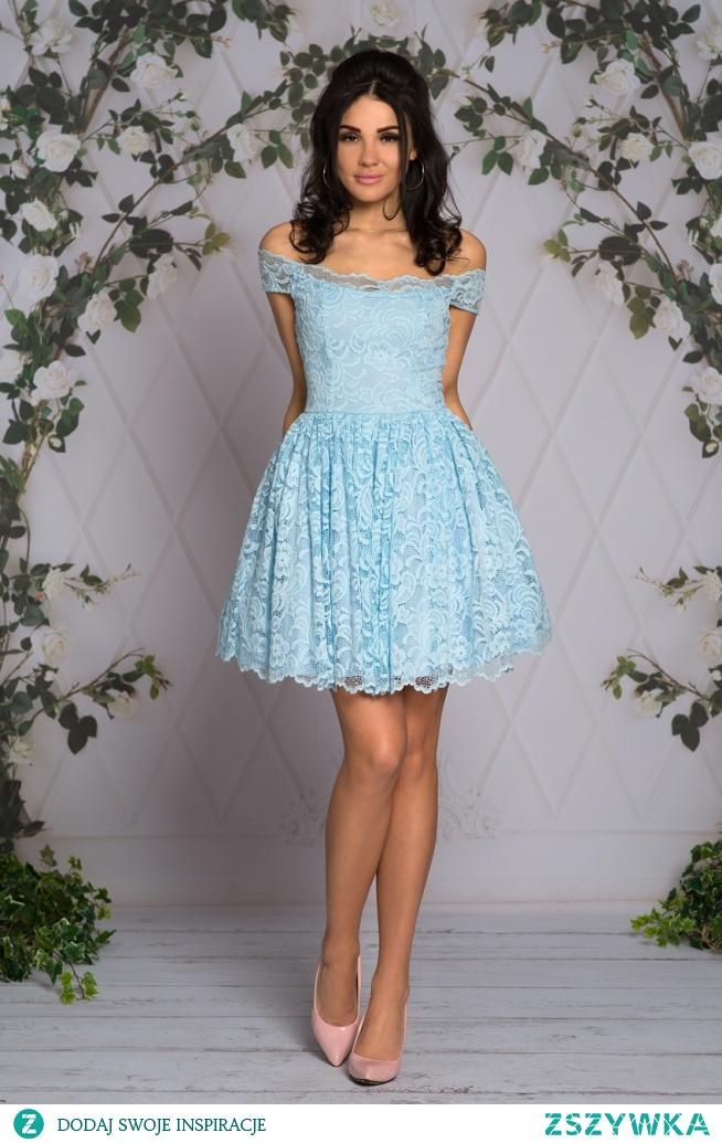 Kliknij w zdjecie by przejsc do produktu sukienkowo.com  GRACIELA - Koronkowa sukienka z opadającymi ramionami BabyBlue