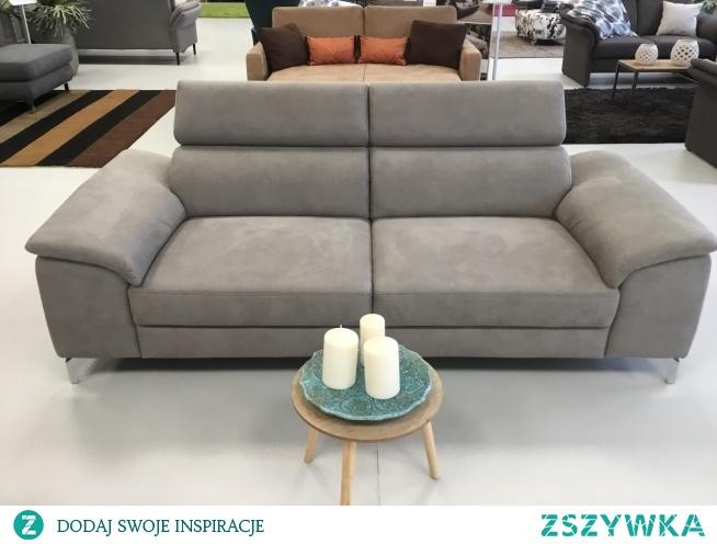 sofa Colano oparta jest na ponadczasowym designie. Sofa posiada regulowane zagłówki, eleganckie metalowe nogi. Colano to doskonale rozwiązanie, które zapewni Ci komfort i wygodę w pięknym stylu.