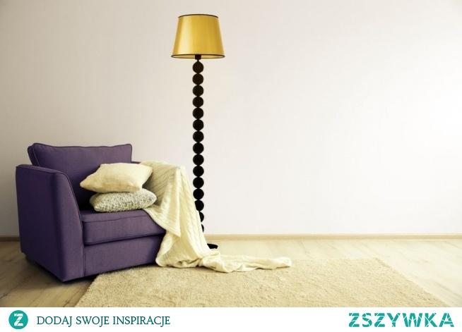 Model lampy stojącej BANGKOK MIRROR to propozycja, która dedykowana jest wszystkim miłośnikom ponadczasowego i oryginalnego wzornictwa. Subtelny stożkowy abażur połączony jest ze stelażem, którego konstrukcja składa się z metalowych kul. Lampa znajdzie swoje miejsce w nowoczesnych salonach i sypialniach, oraz w pomieszczeniach komercyjnych typu: puby, restauracje czy eleganckie hotele.  Lampa dostępna jest w dwóch kolorach abażura: złoty i miedziany, oraz w czarnym kolorze stelaża.
