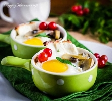 Zapiekane jajka z pieczarkami