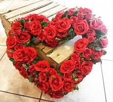 By Horti Advisor #heart #roses