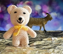 Miś - mała przytulanka  Opis:  Mały miś to idealny sposób na nudę dla dziecka...