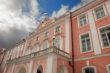 Zamek Toompea od strony Loosi Plats. Teraz siedziba parlamentu