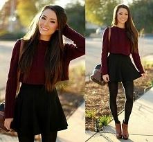 Sweter, spódnica i rajstopy to idealna stylizacja na wczesną wiosne.