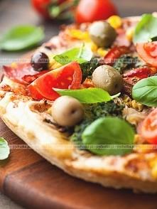 Pizza ze szprotami na piwny...