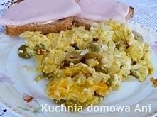 Jajecznica z oliwkami